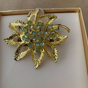 MONET BROOCH/PIN WITH GREEN RHINESTONES